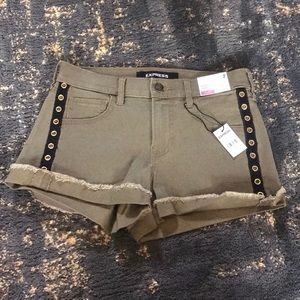 Express Mid Rise Shortie